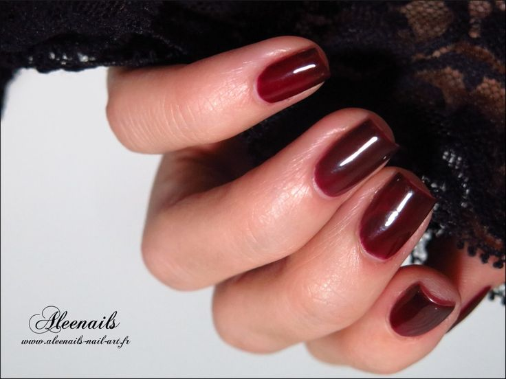 http://aleenails-nail-art.fr/semi-permanent-ilak-dark-cherry-peggy-sage/