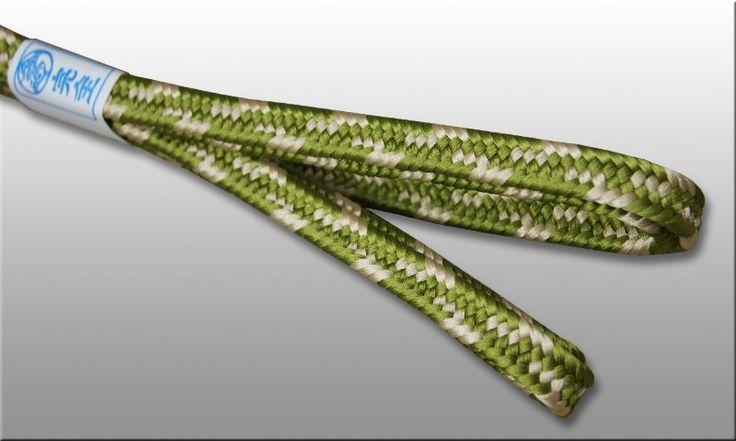 Shigeuchi sageo 2-color namikawa pattern. Spring colors : igusa green & ecru, lenth 220cm for katana samurai sword. Handmade item in traditional japanese kumihimo workshop.