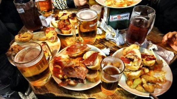 Tapear En Madrid Beber Barato Para Comer Gratis Buena Vibra Bar De Tapas Recetas De Comida En Español Restaurantes De Comida