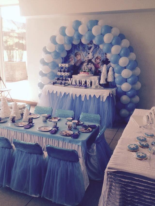 Eiskönigin-Party Das ist wirklich eine schöne Idee zum Kindergeburtstag.Vielen Dank dafür! Dein blog.balloonas.com #kindergeburtstag #motto #mottoparty #party #kids #birthday #idea #eiskönigin #frozen #olaf