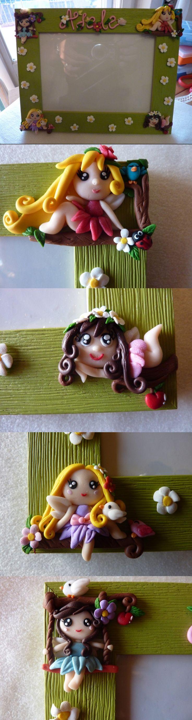 Cornice con decorazioni in FIMO fatte a mano con fate dei boschi - Custom-made frame decorated with four fairy princesses in fimo polymer clay handmade