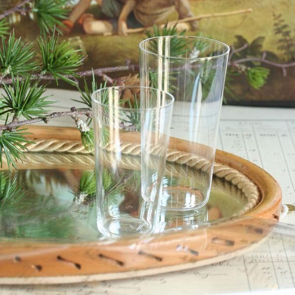 Set de verres très fin japonais de la marque Usuhari. Ce set de verre de grand qualité contient 5 verres de tailles différentes, emboîtablesles uns dans les au