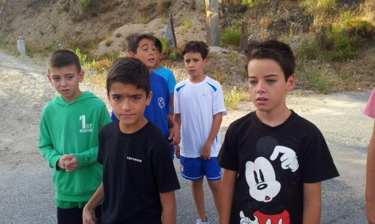 Alberto, Sergio, Gabi, Alberto y Ricky durante los ejercicios matinales en naturaleza.