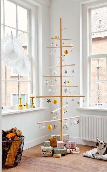 現代の若いカップルやデザイン好きな人は、こんなモダンなクリスマスツリーを好む傾向にあるようです。ウッディで可愛いですね♩
