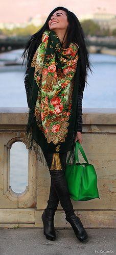 grand-foulard-comtesse-sofia-paris-fashion