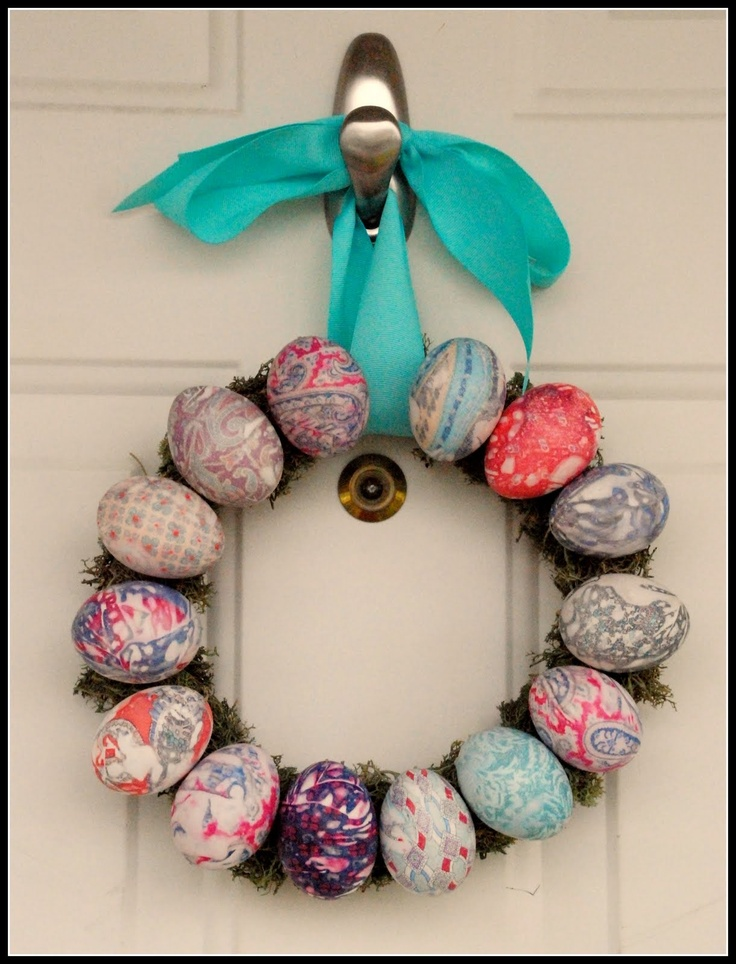 cute DIY easter egg wreath!