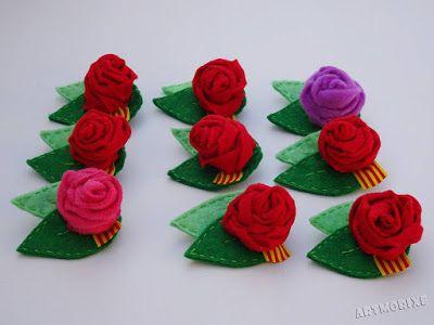Broches rosas de fieltro Sant Jordi