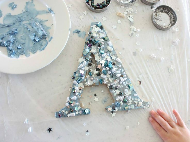 Make a sparkly customised plywood letter - Kidspot