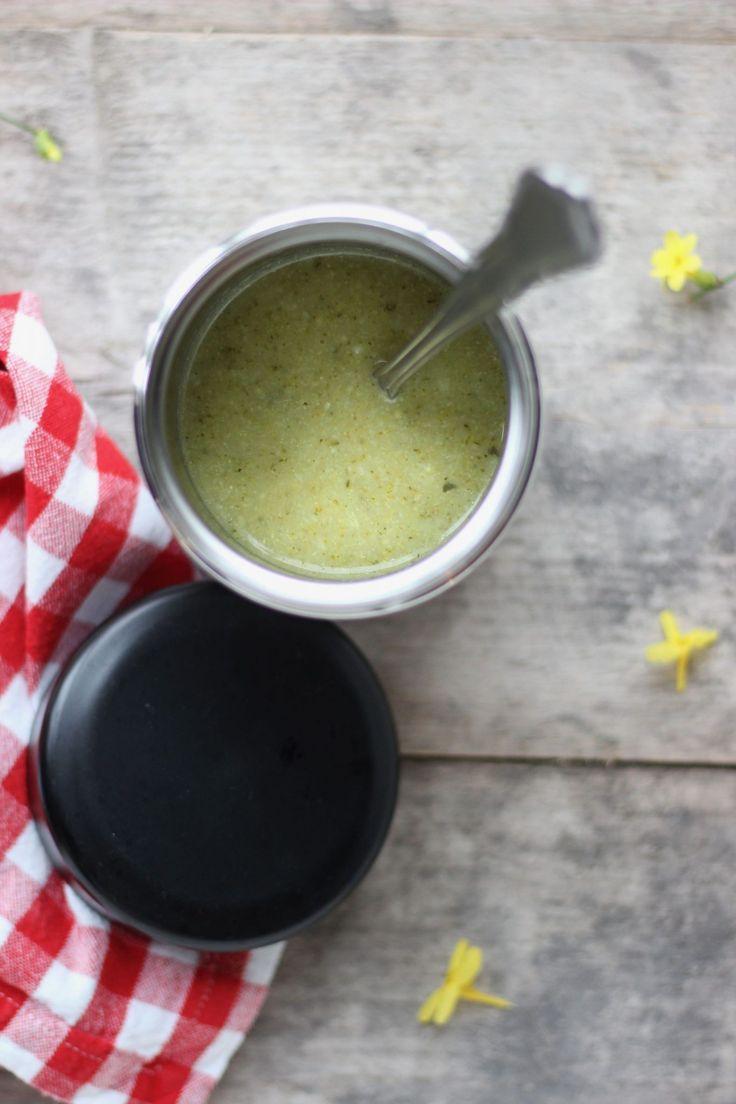 Dit recept voor courgette-broccolisoep is heel geschikt als soep mee naar het werk in een thermoskan van Ikea. Lekker op eethetbeter.nl!