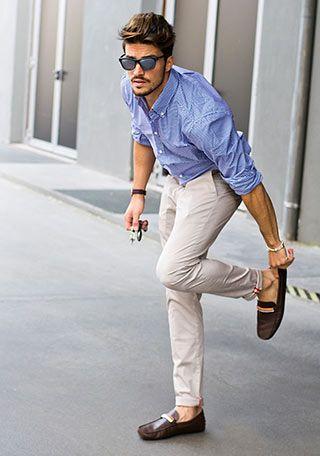 ブルーシャツ×オフホワイトパンツの着こなし(メンズ) | Italy Web