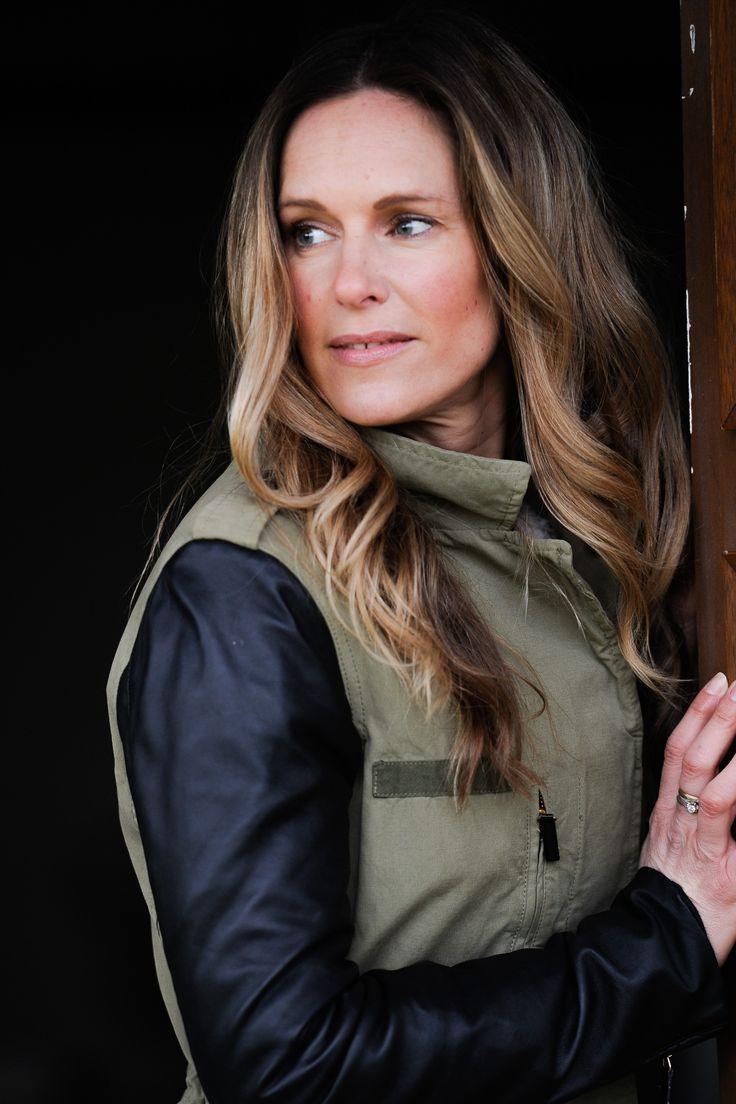 The timeless jacket #army #armygreen #khaki #khakicolors #leather #jacket #outfit #women #womenswear #fashion #style