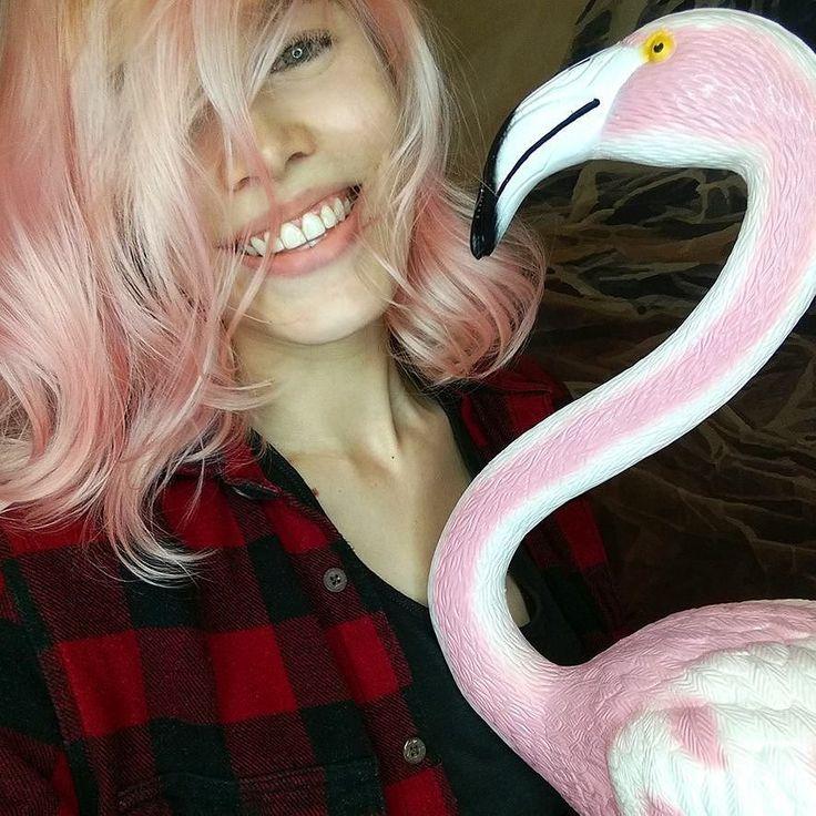 #nails #nailart #beautifulnails #funnails #ногти #маникюр #красивыеногти #розовыеволосы #pinkhair Много вопросов было про волосы) Второй раз была в очаровательной @kato_studio_ . С Катошей я вернулась к любимой длине волос и продолжаю радоваться волосам цвета сахарной ваты!  Если вам нравятся цветные волосы - вам к ней  p.s. Хотела унести фламинго с собой пока никто не видел. Сдержалась.