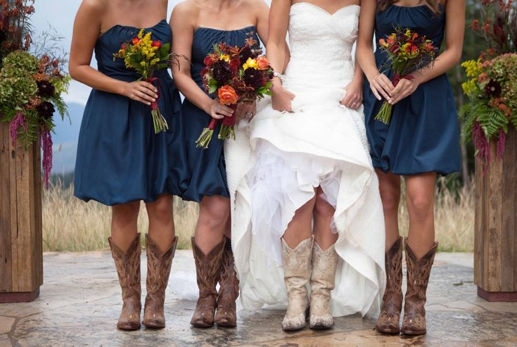 Bridesmaids dress color and bouquets