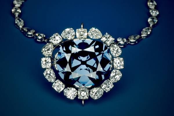 The Hope Diamond in its modern setting. The setting was designed by Cartier prior to the sale of the Hope to Evalyn Walsh McLean in 1912.