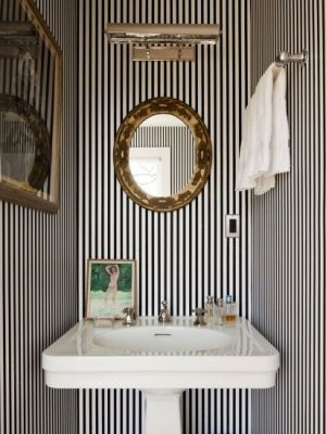 Fashion designers at home - Kate and Andy Spade - Southampton bathroom.jpg
