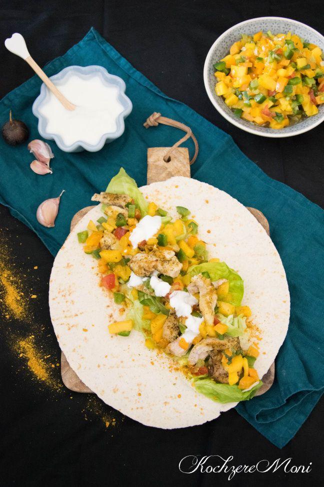 Wraps mit Currypute, Mangosalsa und Knoblauchjoghurt