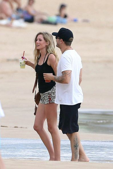 Paulina Slagter Pictures - Ryan Phillippe and His Girlfriend Relax on the Beach - Zimbio