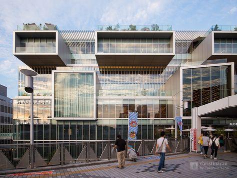 Hirakata T-SITE (枚方T-SITE). /  TSUTAYA Hirakata Branch (蔦屋書店 枚方駅前店) /  Architect : Takenaka Corporation (設計:竹中工務店).