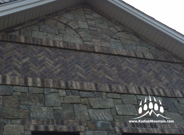 General Shale Carriagehouse Brick & Mountain Blend tumbled natural stone