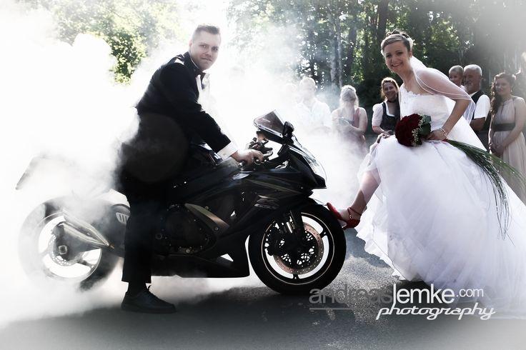 Es ist soweit: Nochmal richtig Gas geben .. die Hochzeitssaison 2017 ist fast vorüber.  Aber nach der Saison ist ja bekanntlich vor der Saison: Die Planungen für 2018 laufen bereits auf Hochtouren. Wer jetzt schon seinen Wunschtermin weiss, profitiert noch bis 30.09. von alten Preisen der 2017er Saison. Alle wichtigen Infos unter www.hochzeitsfotografie-berlin.org #hochzeitsfotograf #weddingphotographer