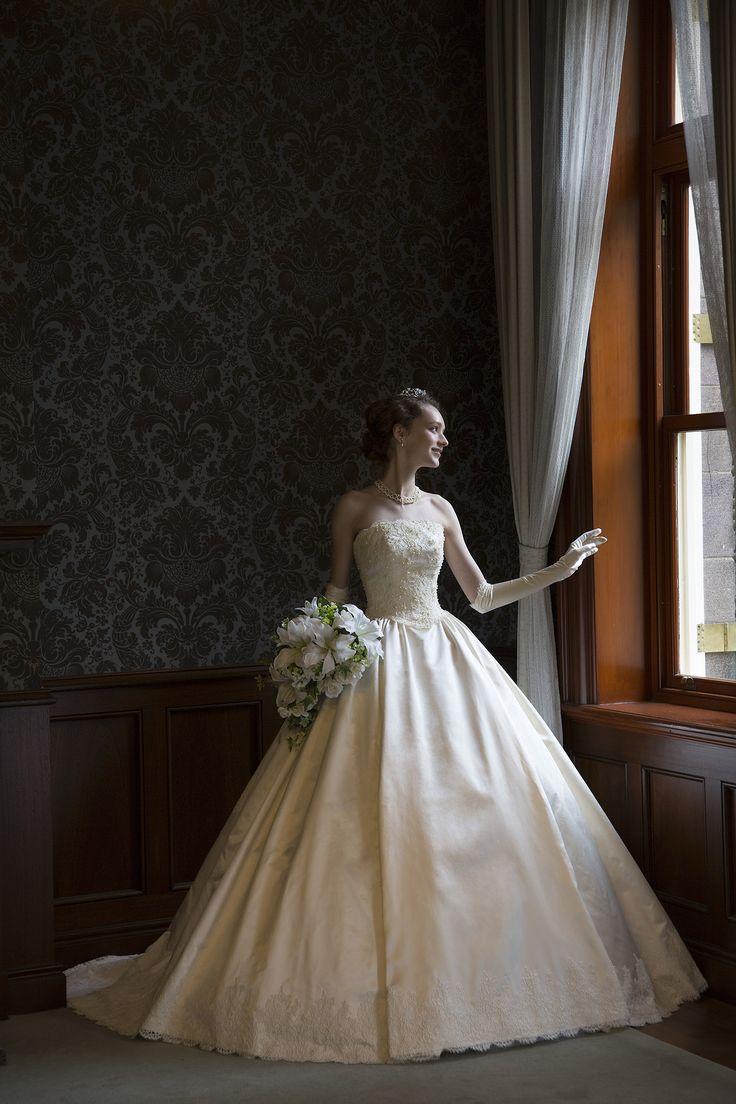 世界で1着、極上シルクサテンのウェディングドレス