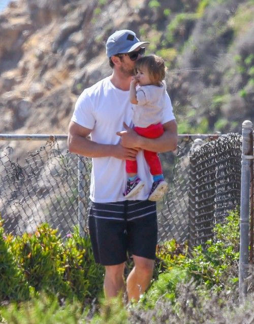 Chris Hemsworth takes his daughter India to the beach on March 13, 2014