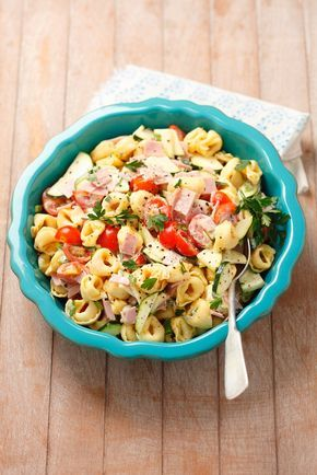 Tortellinisalat | Zeit: 25 Min. | http://eatsmarter.de/rezepte/tortellinisalat-6 (Vegetarian Breakfast)