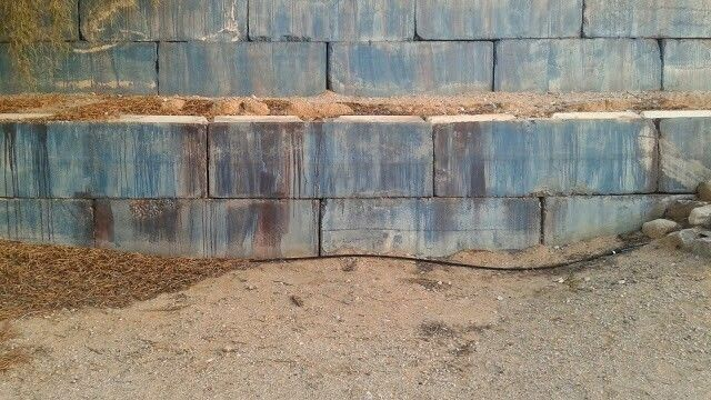Cinder Bunker Blocks Concrete Retaining Walls Terraced Landscaping Retaining Wall