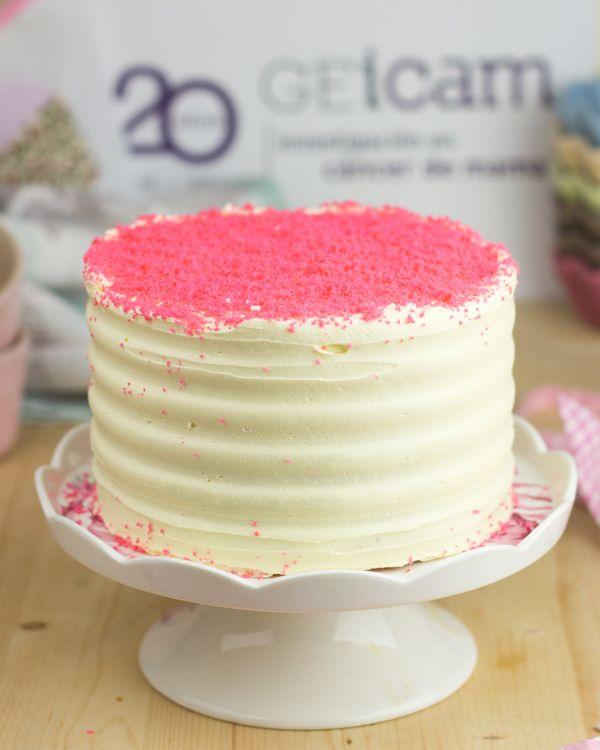 Pink Velvet Cake de chocolate blanco para el día internacional de Cáncer de Mama