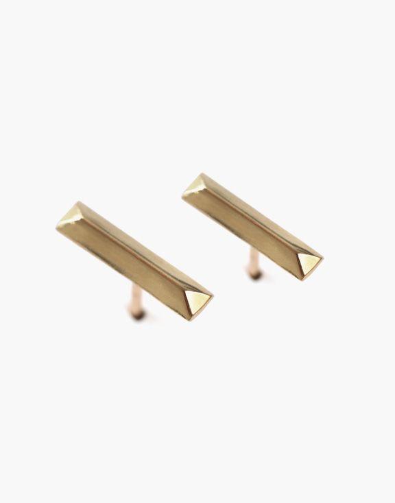 Boucles d'oreilles alignement en or Atelier L.A.F 245.00 $  Ces boucles d'oreilles rectangulaires et minimalistes en or jaune 10k vous donneront un petit look contemporain chic.  Dimensions: 3mm x 6mm    Les bijoux sont conçus et créés à Montréal, Canada.  Découvrez d'autres produits de l'Atelier L.A.F