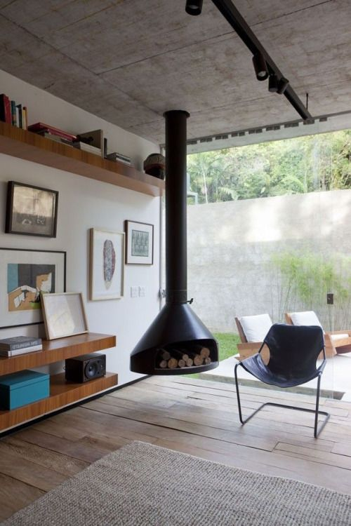 Paulistano Chair by Paulo Mendes de Rocha