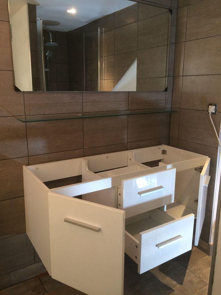 Les 17 meilleures images propos de meubles de salle de for Installer miroir salle de bain
