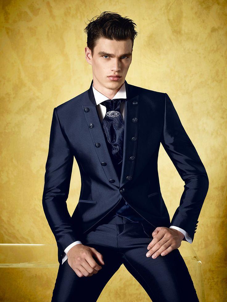 collezioni Carlo Pignatelli: abiti da sposo, abiti da sposa, abbigliamento uomo & donna, junior ed accessori. Scegliere la moda Carlo Pignatelli significa indossare l'eleganza, la qualità, lo stile