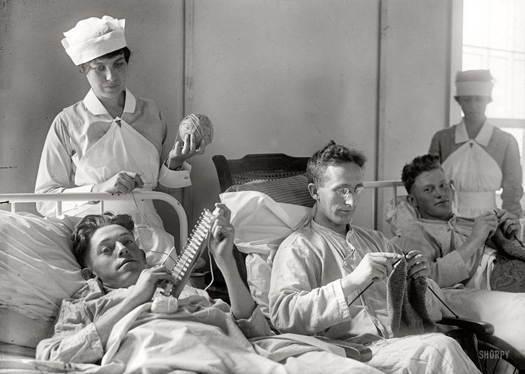 American soldiers knitting while they recuperate at Walter Reed military hospital, 1918.  And to think Walter Reed has closed.