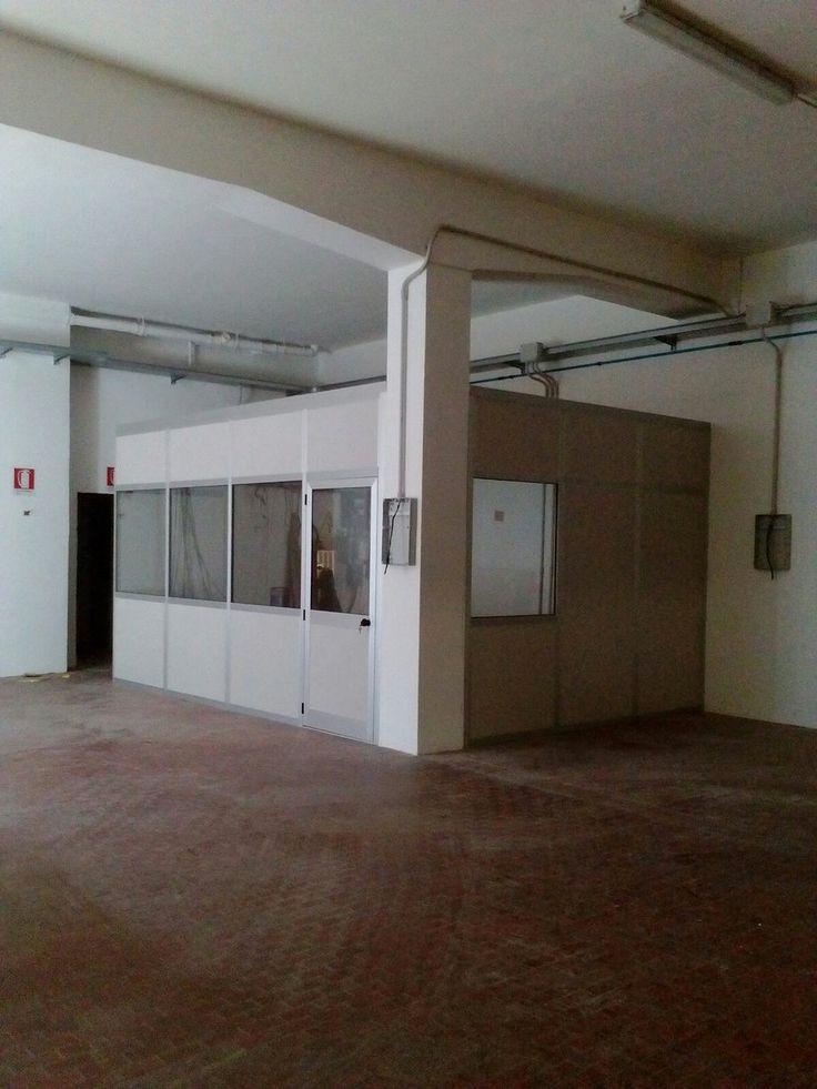 Box ufficio realizzato a misura con pareti divisorie-mobili completo di controsoffitto