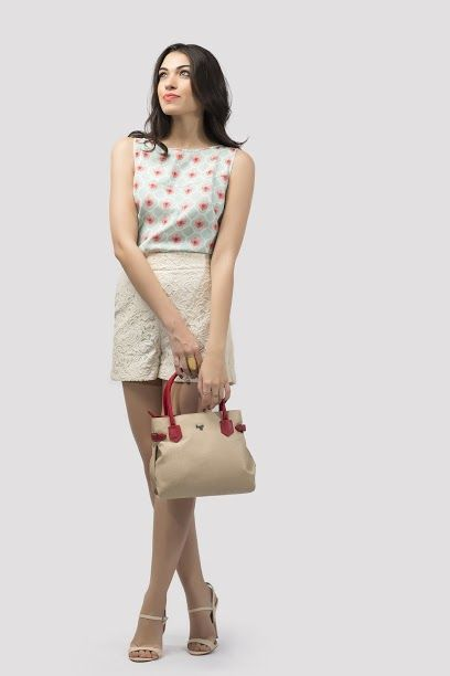 Let Sunday Brunch be all about looking casual, yet chic! Team your pretty lace shorts, a floral top, and wedges with this adorable arm-candy #handcarry for the right amount of sophistication! The bag is available at any Exclusive Baggit Outlets and at www.baggit.com. #casualbag #casualdays #womensbags #Baggit