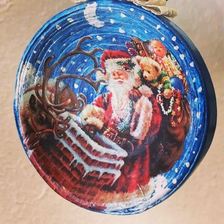 Per voi ecco un'altra anticipazione del Natale del Mastrocartaio!! Pallina in carta realizzata e dipinta a mano, per rendere il vostro albero inimitabile!  www.mastocartaio.com