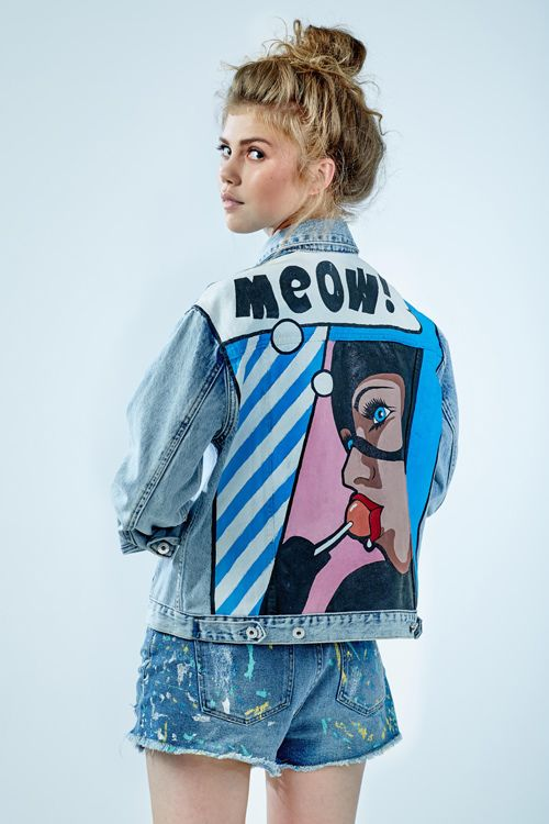"""Denim jacket """"Catwoman""""of gently blue color. 100% COTTON. Hand painted.Woven label in organic cotton. NOT VINTAGE JACKET!"""