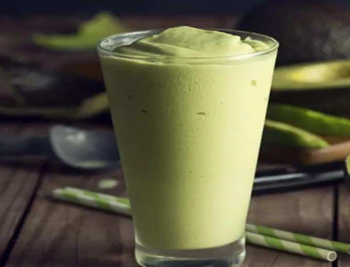 A Vitamina de Abacate é uma bebida bastante nutritiva, muito saborosa, principalmente para as pessoas que adoram essa fruta. Outro detalhe importante é que oabacate é rico em gorduras saudáveis. Segue a receita de como preparar vitamina de abacate. Vitamina de Abacate Ingredientes  1 xícara...
