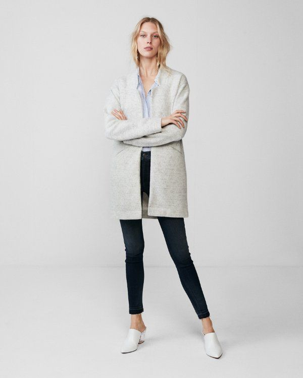 Work it in a sophisticated knit cover-up with an oversized fit for a sharp menswear-inspired look. It's a natural choice for the office, but also goes well with jeans for polished weekend style. Dressing for success has never been so effortless.