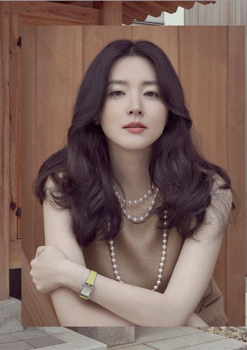 Lee Young Ae tỏa sáng như pha lê bên chồng con   Báo Người Lao Động Online