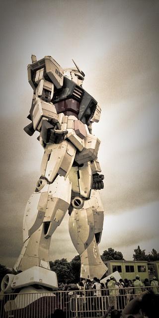 Life size Gundam in Tokyo, Japan- kerero would love that!HAHAHA!!!!