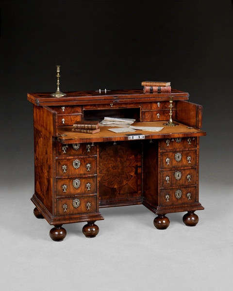 Rare William And Mary Kingwood Kneehole Desk by Thomas Pistor Ca1690 England, open.
