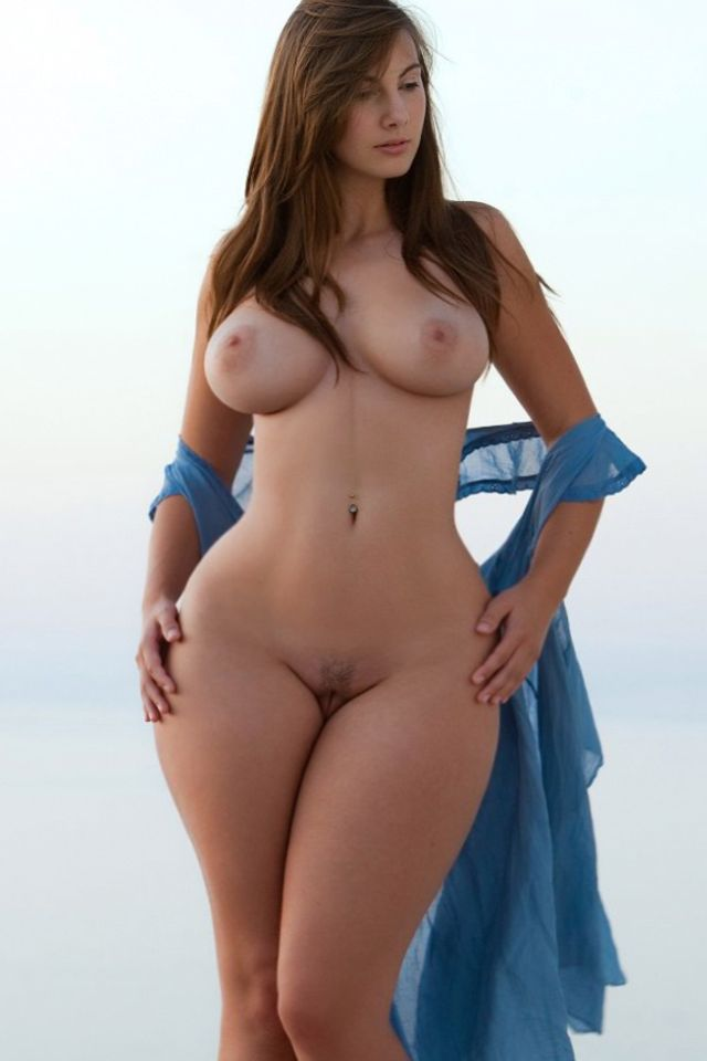 Does Beautiful hourglass shaped women