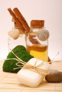 Einfache Rezepte mit denen Sie Seife selber herstellen können: Rühren Sie Ihre Seife einfach selbst an. Hier finden Sie Anleitungen für Kamillenseife, Johanniskraut-Seife und Schafgarben-Seife ...