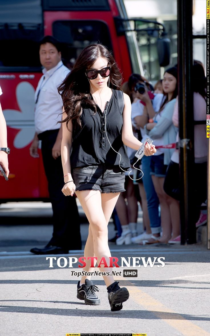 [HD포토] 소녀시대(SNSD) 티파니, '출근길 런웨이를 시작해볼까?'…'머리부터 발 끝까지 올~블랙' (뮤직뱅크 출근길)