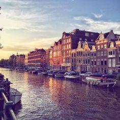 Dove dormire, mangiare e cosa fare in 3 giorni ad Amsterdam se si viaggia da soli: la mia esperienza e i miei consigli. E una sorpresa finale! http://www.thegirlwiththesuitcase.com/2016/08/amsterdam-3-giorni-come-un-olandesina.html