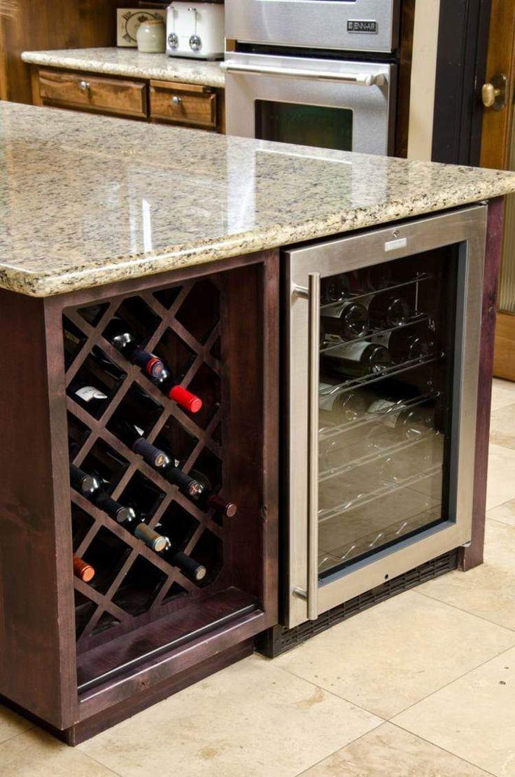 casier à bouteilles en diagonale et cave à vin réfrigérée sous le plan de l'ilot cuisine