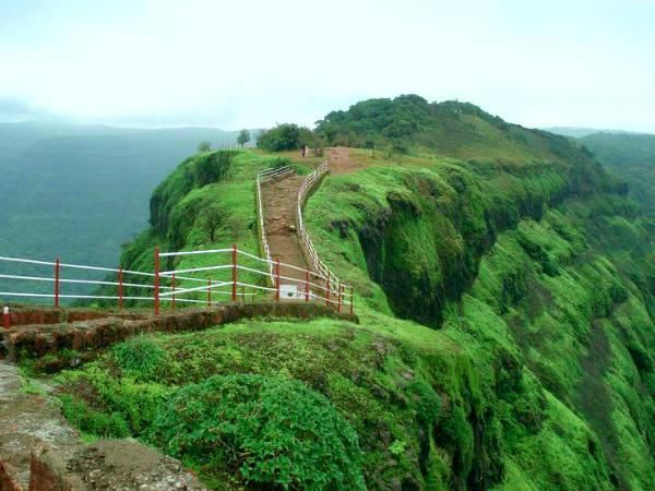you will definitely fall in love with this hills station in Mumbai is the perfect getaway for you. Get away from the hustle and bustle of the city life then opt for Mahabaleshwar which is the perfect spot for you. Remain spellbound with the majestic beauty of this region with the vast greenery. High hills and mountains are some of the best features of this region. Make your evening special with the stunning sunset & capture some moments.This hill station offers a lot of viewpoints