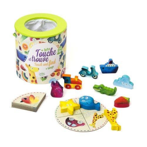 Ce jeu de reconnaissance tactile consiste à mettre la main dans le sac pour trouver les pièces recherchées. L'enfant développe son sens tactile en découvrant les pièces avec ses mains. Attention de ne pas attraper la pièce piège ! Il y a également possibilité d'utiliser le jeu comme un loto classique grâce aux cartes illustrées.